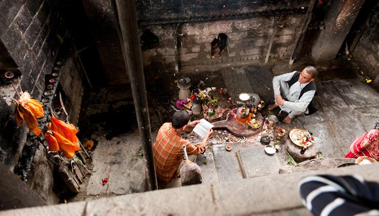 Bhaktapur, Hanuman Ghat, Nepal, Puja